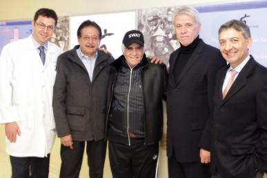 Vicente Fernández Gómez, center, with (L-R) UIC surgeon Jose Oberholzer, the singer's friend and physician Roberto Esquivel Ruano, and UIC surgeons Pier Cristoforo Giulianotti and Enrico Benedetti.
