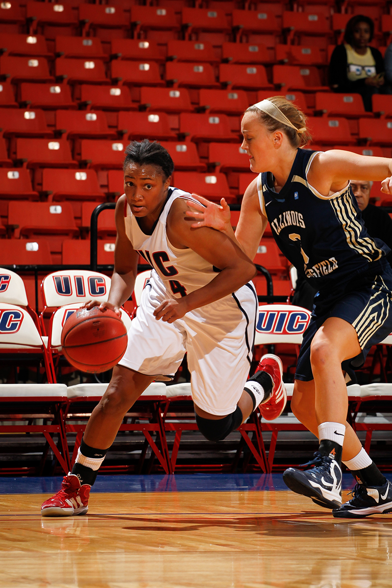 Women's basketball crushes SIUE | UIC Today