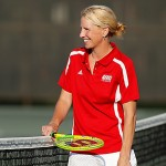 Jana Knoppe & coach Shannon Tully talk at the tennis net