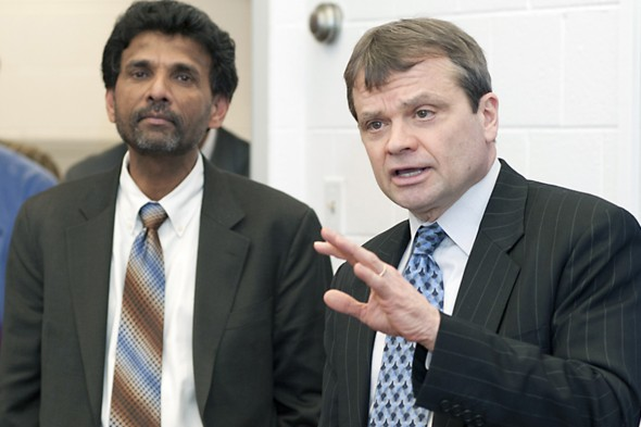 Physicist Sivalingam Sivananthan and US Rep Mike Quigley