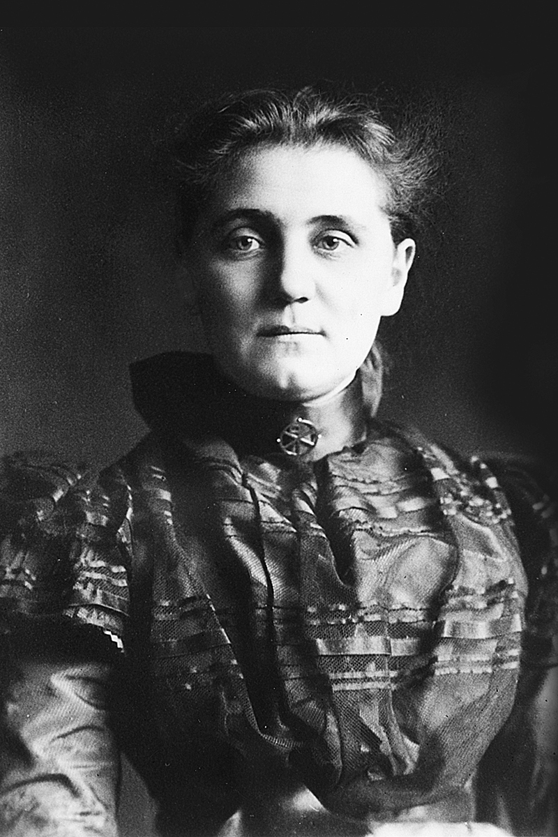 an introduction to the life of jane addams Jane addams and ellen starr encouraged the wealthy to contribute money and  time to their settlement  with an introductory life of jane addams by a f scott.