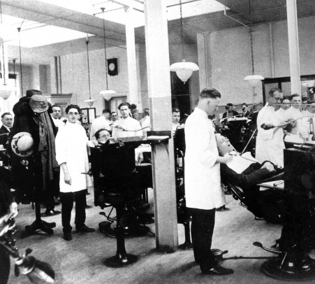Dentistry clinic in the 1920s