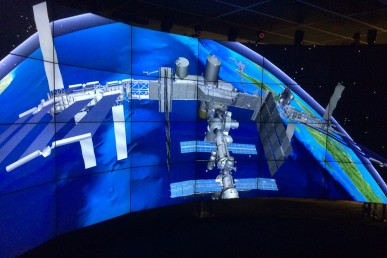 simulation of the International Space Station and Space Shuttle Discovery