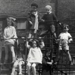 Children playing at the Hull House