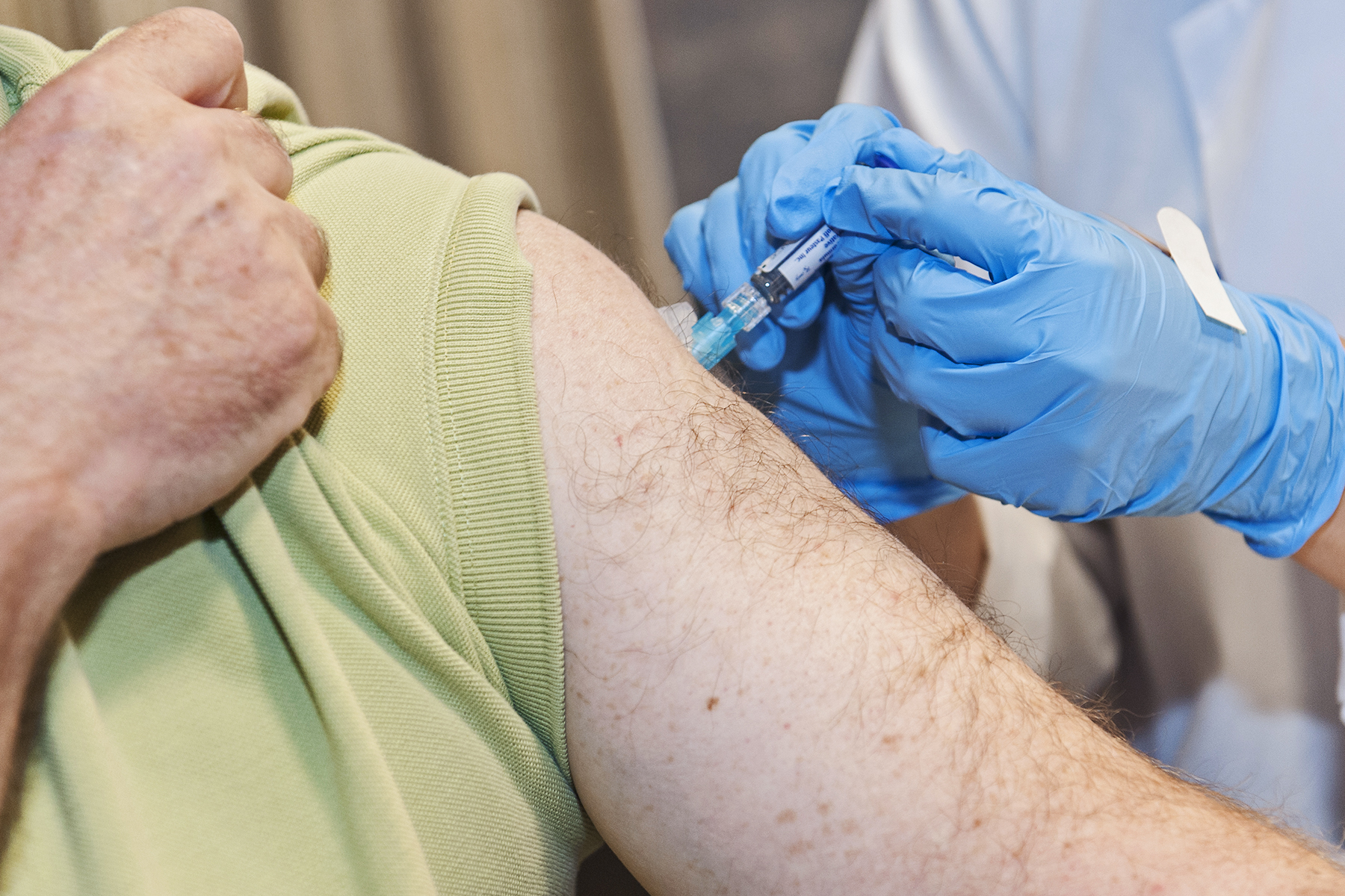 Man recieves flu shot in arm