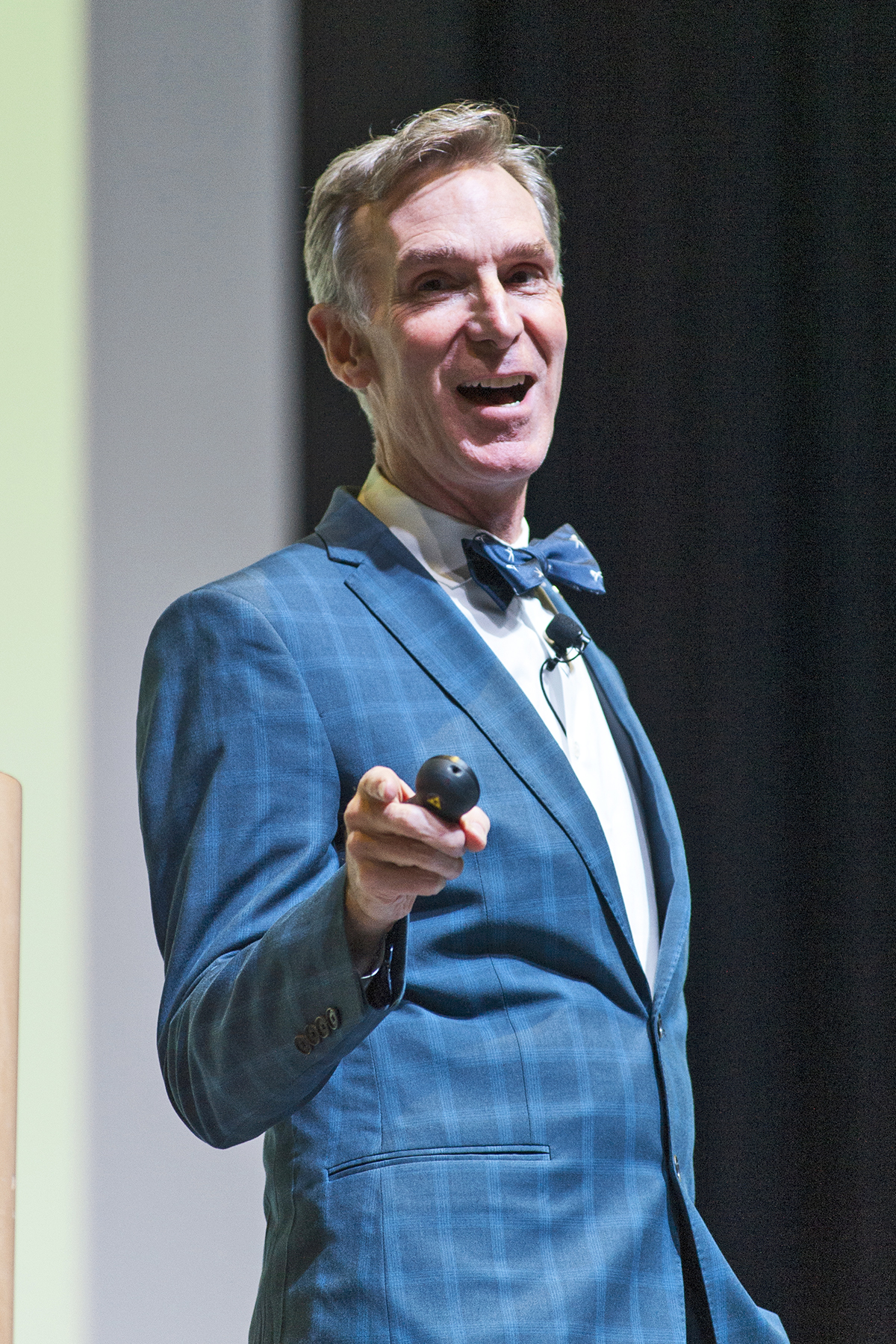 Bill Nye tells UIC students: I want you to change the ...