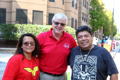 UIC Chancellor Michael Amiridis visited with new students and families. Photo: Jenny Fontaine
