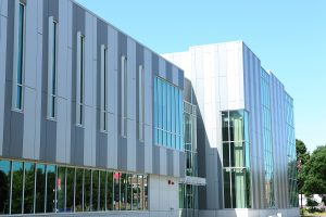 UIC celebrates opening of new Engineering Innovation Building