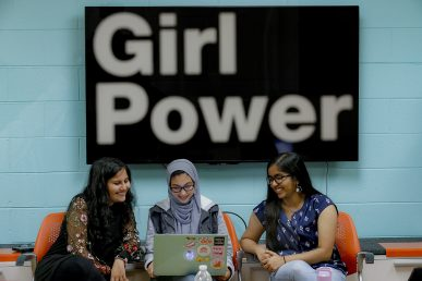 UIC students at the Women in Computer Science (WiCS) Office